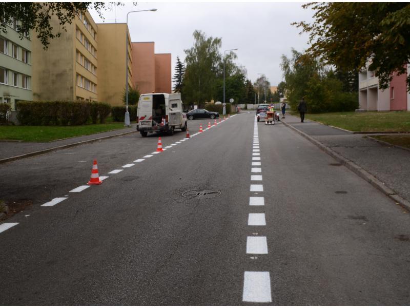 Ulice Mostecká a Děčínská - obnova vodorovného dopravního značení